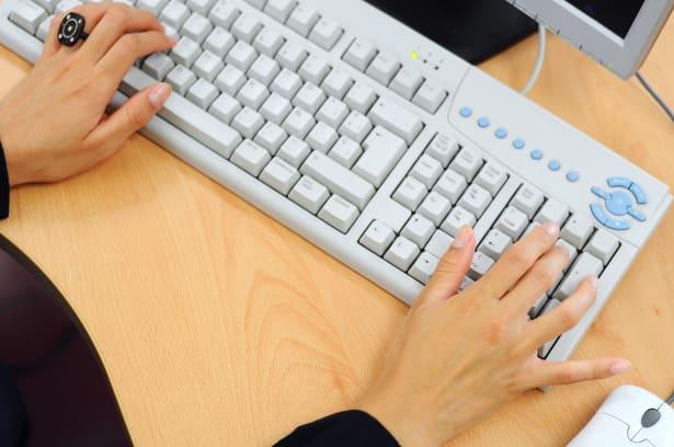 Donna e tastiera